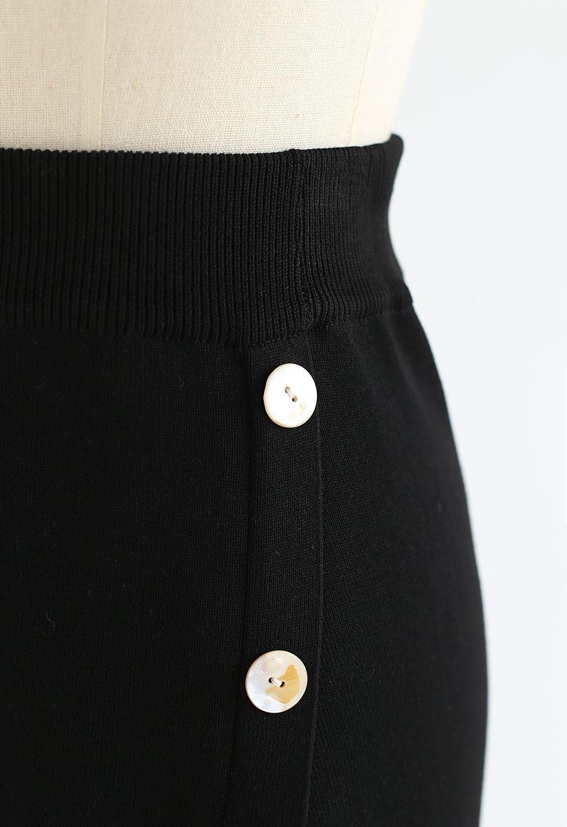 Shell Buttons Trim Asymmetric Knit Skirt in Black